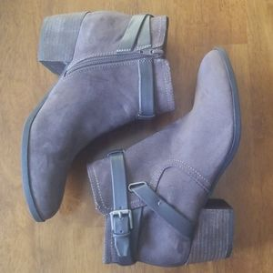 Unisa Ankle Booties